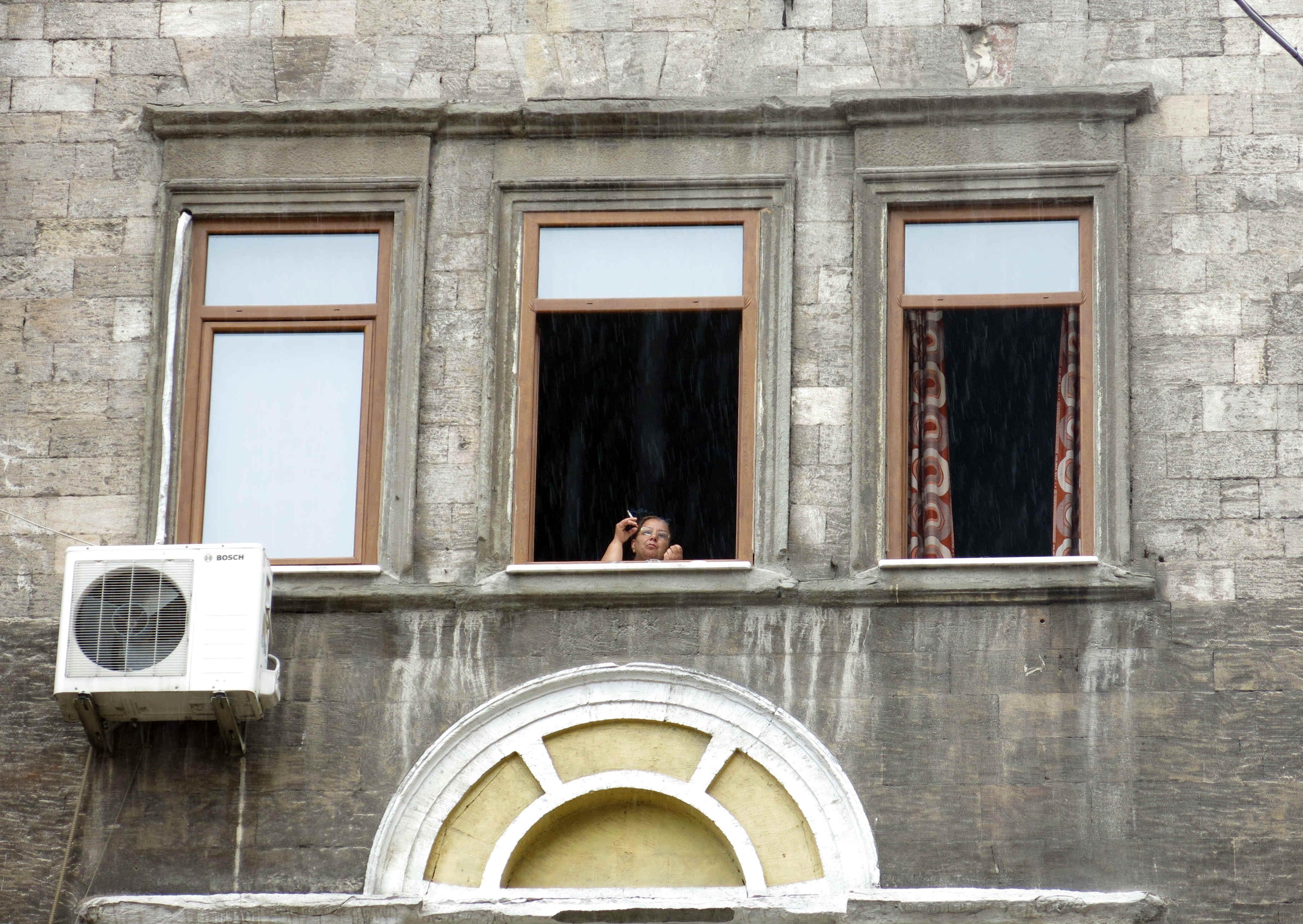 Istanbul-Smoking-Woman