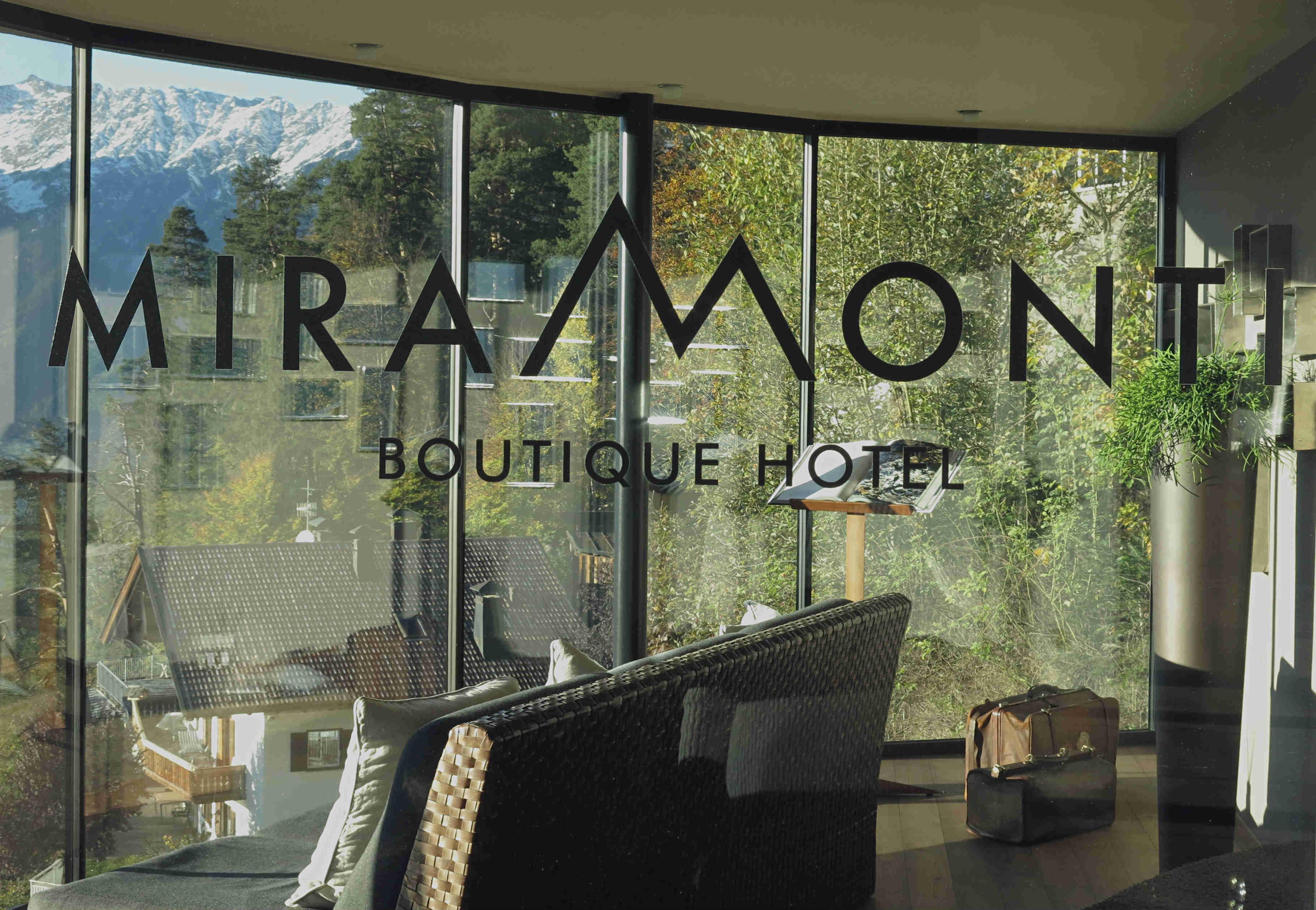 Hotel-Miramonti-Eingang