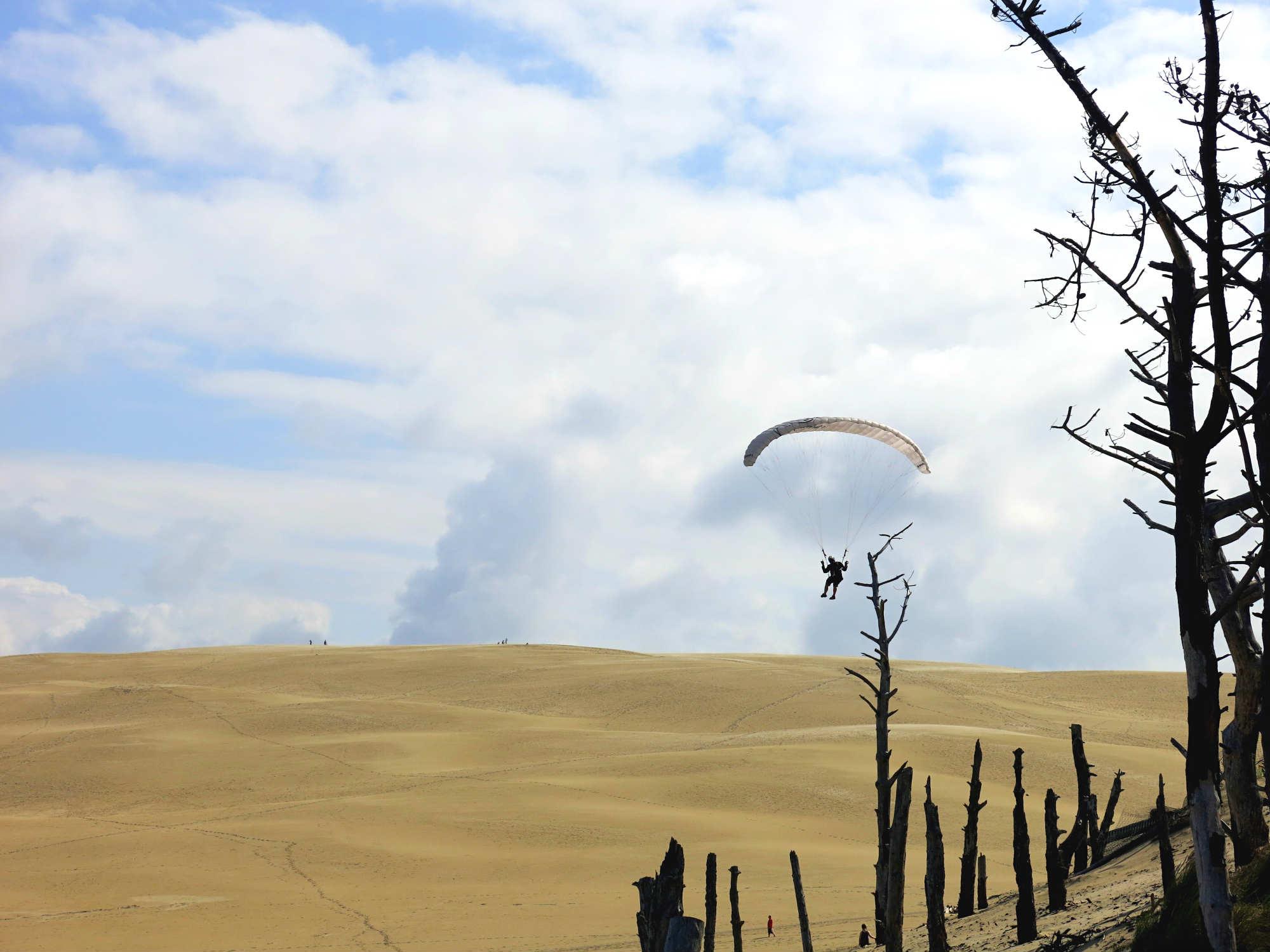 Dune-Pilat-Paraglider-alone