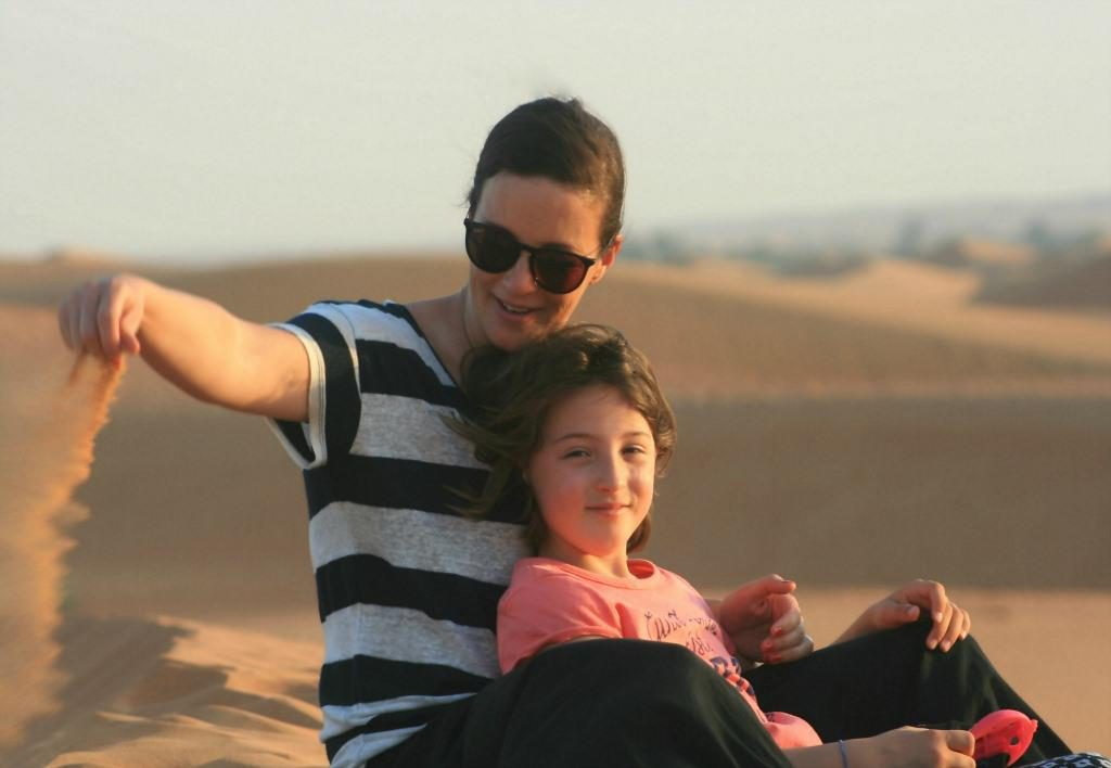 Dubai-mit-Kind-Wüste